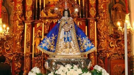 La Virgen de Zapopan en su altar