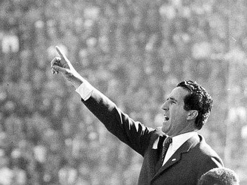 Helenio Herrera, director técnico del Grande Inter, maestro del catenaccio