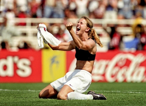 brandi_chastain_stripped_on_field_4fc0ec9e5ca43